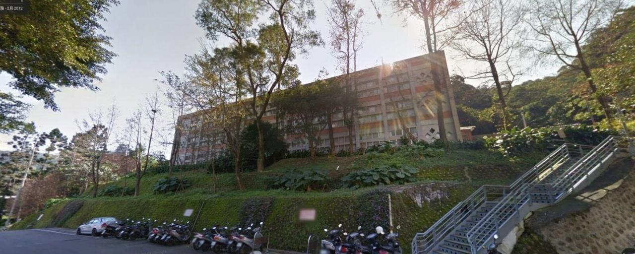 学校校舎外観